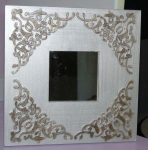 Un miroir tout simple, acheté dans une grande enseigne suédoise.......... P1120065-296x300