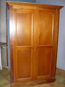 Une armoire relookée.... Armoire-salon-avant-225x300